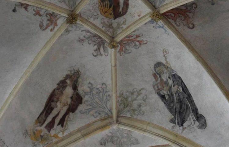 Gewelfschildering met Sint-Olof, Sint-Gertrudis en het wapen van de plaatselijke Bergenvaarders in de Lebuinuskerk, Deventer. | Foto H.M.D. Dekker.