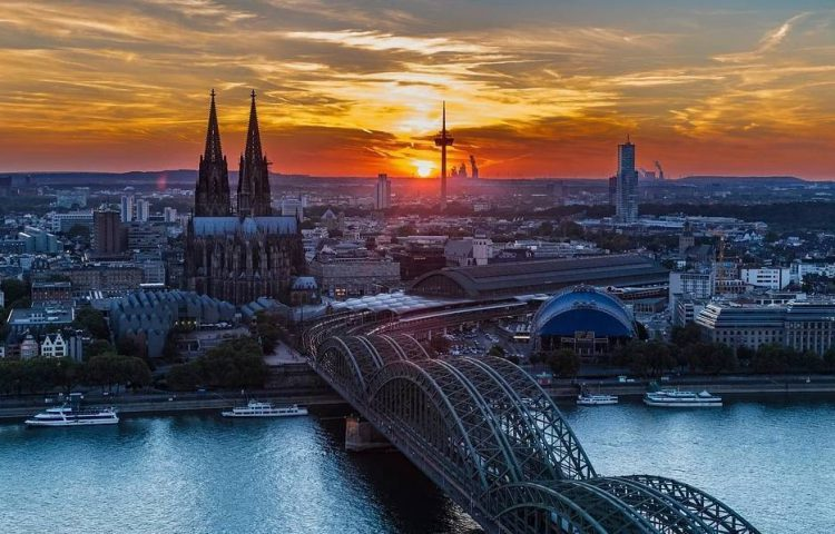 Het in Keulen horen donderen - De stad Keulen