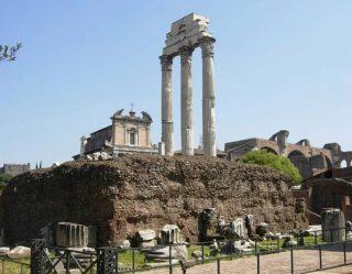 Zuilen van de Tempel van de Dioscuren op het Forum Romanum in Rome