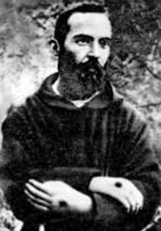 De jonge pater Pio toont de stigmata