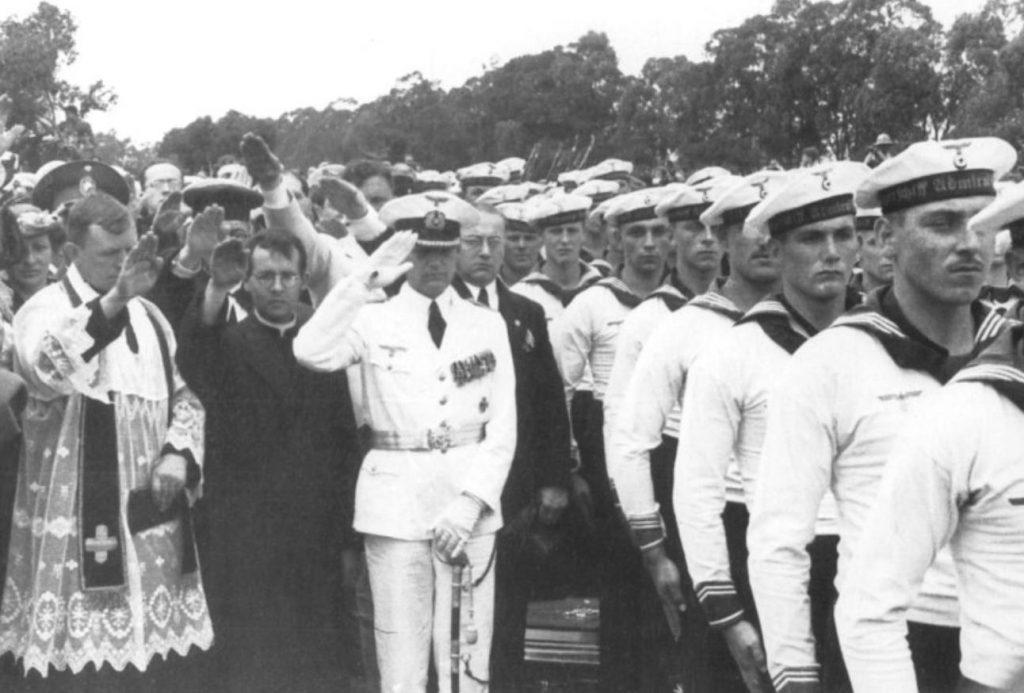 Hans Langsdorff met zijn bemanning bij de Rio de la Plata