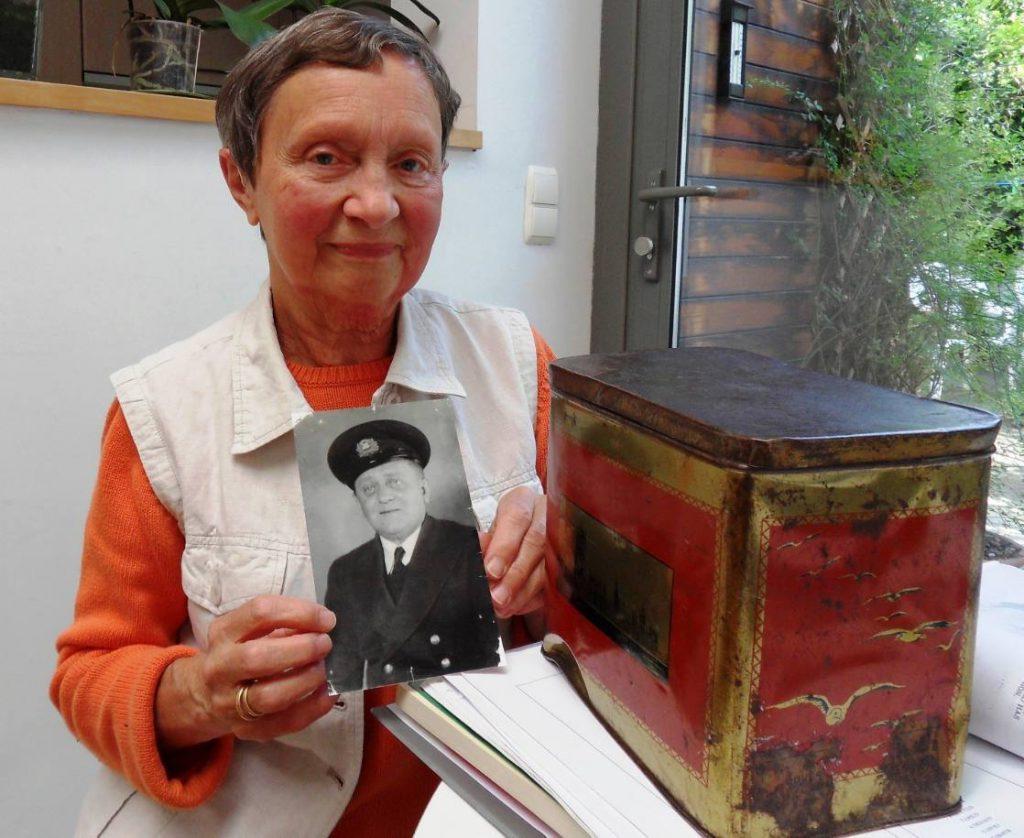 Renée Sottieaux met de foto van haar vader - 21 juni 2010
