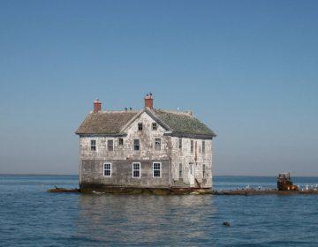 Het laatste huis van Holland Island in oktober 2009. Het verdween in oktober 2010 volledig in de baai.