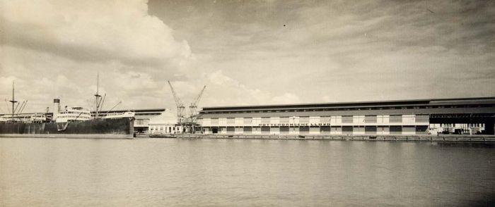 Kade van de Rotterdamsche Lloyd in de haven van Tanjung Priok, Batavia
