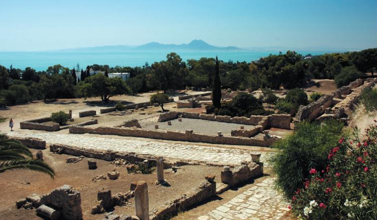 Het Romeinse Carthago werd boven op de in 146 v.Chr. verwoeste Punische stad gebouwd, waarvan daarom tegenwoordig niet veel meer te zien is. Een paar secties van het Punische Carthago zijn door archeologen opgegraven en getuigen van de rijkdom van de stad, vooral in de periode onmiddellijk voorafgaand aan de laatste oorlog met Rome.