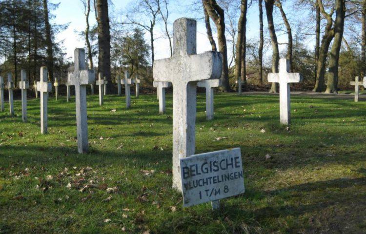 Graven in Veenhuizen van Belgische vluchtelingen tijdens de Eerste Wereldoorlog