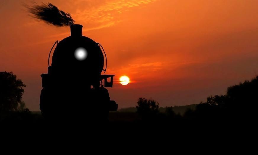 Zonsondergang met een stoomtrein