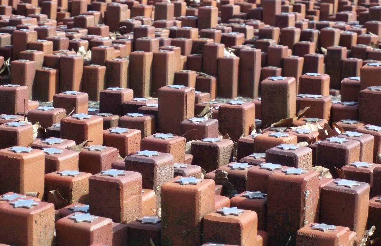 Monument van de 102.000 stenen in Voormalig Kamp Westerbork