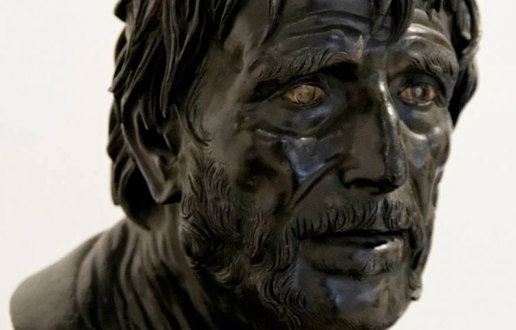 Buste waarvan lang aangenomen is dat deze Lucius Annaeus Seneca afbeeldde. Tegenwoordig denkt men dat Hesiodos afgebeeld wordt