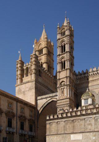 Klokkentoren van de kathedraal van Palermo.