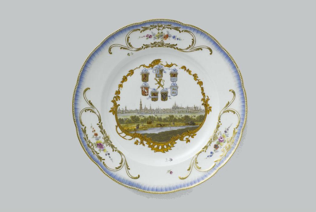 Bord uit het Meisen servies in de collectie van het Rijksmuseum