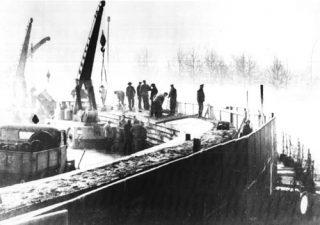 Oost-Duitse bouwvakkers, bouwend aan de Berlijnse Muur, 20-11-1961