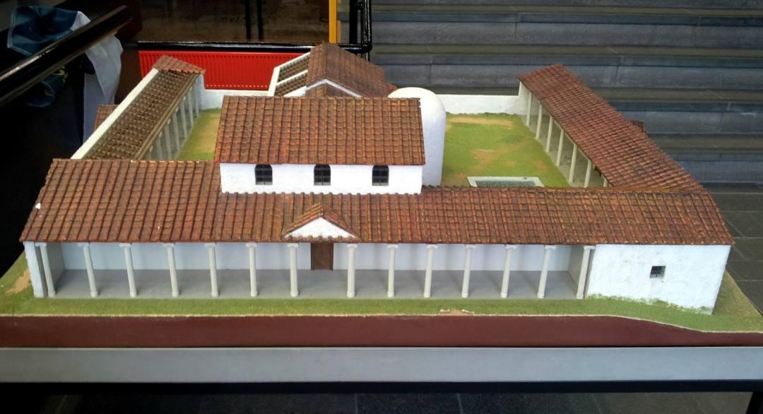 Oude en mogelijk enigszins achterhaalde maquette van het Romeinse badhuis in Heerlen
