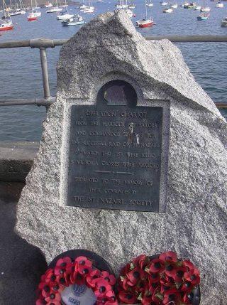 Monument in Falmouth, Groot-Brittannië, ter nagedachtenis van de gesneuvelden en de Raid op Saint-Nazaire