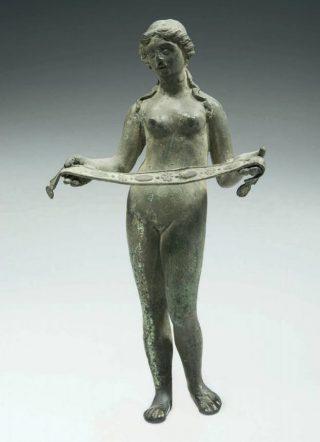 Gallo-Romeins beeldje van Venus met borstband. Koninklijk Museum voor Kunst en Geschiedenis, Brussel (Foto boek)