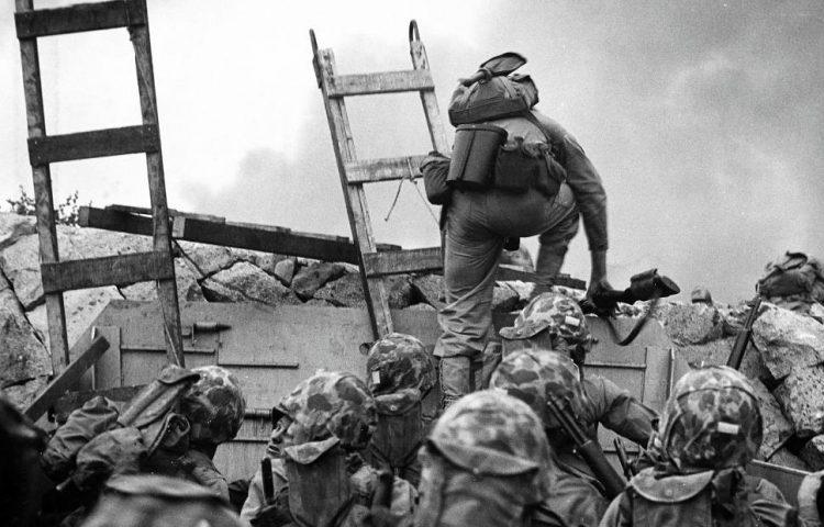 Amerikaanse mariniers in de aanval bij Inchon, Korea, september 1950. CC0 - Bron: Naval Historical Center, Naval History and Heritage Command, photo NH-96876 .