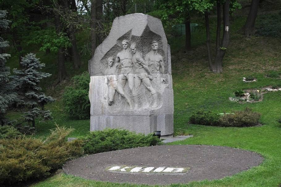 Monument voor vier van de omgekomen spelers van FC Start