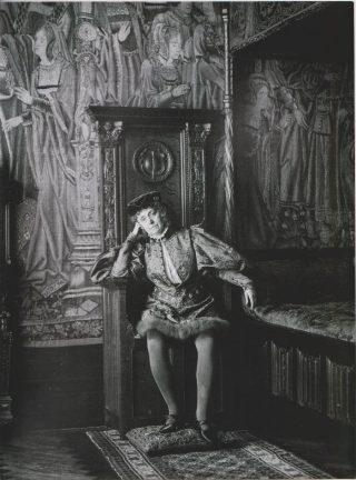 Marie Arconati-Visconti als Renaissance-page