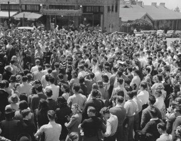 Amerikaanse studenten protesteren in Berkeley tegen Amerikaanse deelname aan de Tweede Wereldoorlog, 19 april 1940