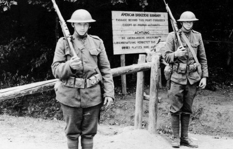 Amerikaanse bewakers bij Montabaur een stad in het Rijnland, 1919