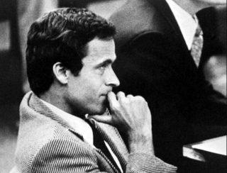 Ted Bundy tijdens een rechtszaak in Miami, 1979