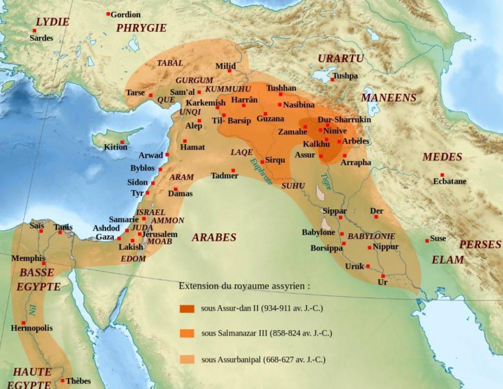 Kaart met de verschillen fases van het Assyrische rijk