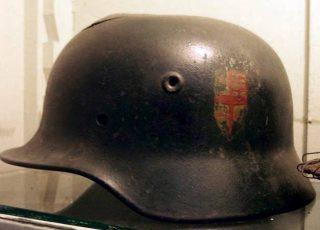 Stereotype Duitse helm uit de Tweede Wereldoorlog