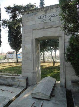 Tombe van Talaat Pasja onder het Monument voor de Vrijheid in Istanboel