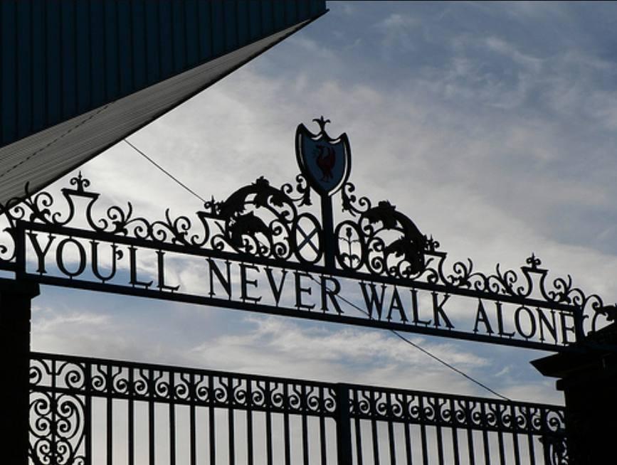 You'll Never Walk Alone - Shankly-poort van het Anfield-stadion, Liverpool