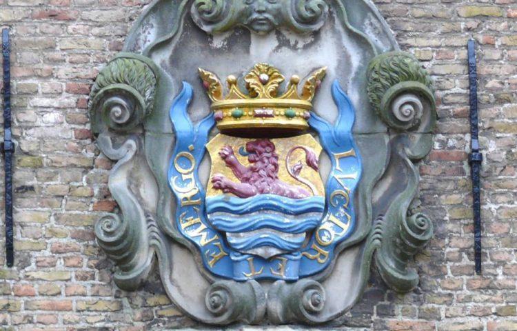 Luctor et emergo - De wapenspreuk op het wapen van Zeeland in Middelburg