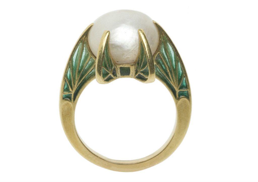 Ring van Marie Arconati-Visconti. Te zien in de tentoonstelling in Parijs (Musée des Arts Décoratifs, Parijs)
