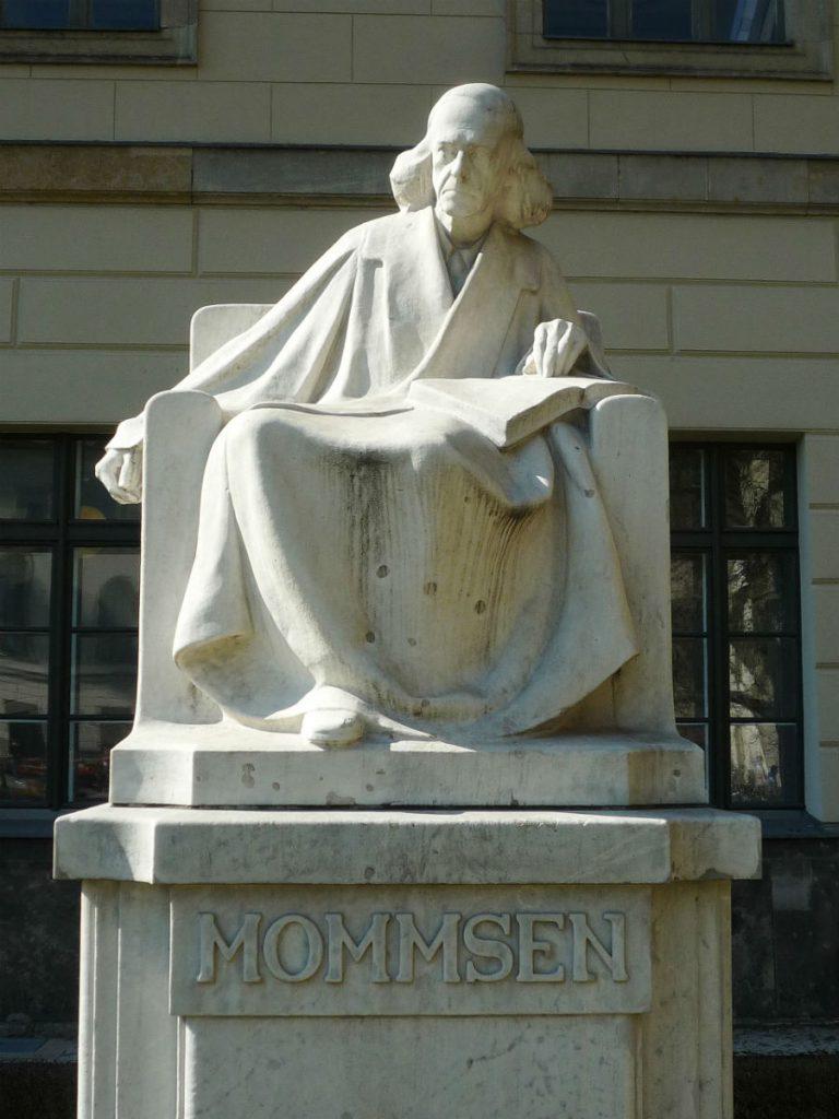 Monument ter nagedachtenis aan Theodor Mommsen voor de Humboldtuniversiteit in Berlijn