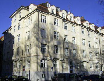 Appartement Eva en zus München: Hier woonden Evan Braun en haar zus voordat Eva haar kleine villa cadeau kreeg. (foto: Cris Smeets)