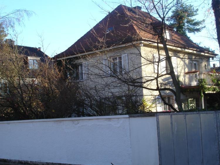Het cadeautje van de Führer voor Eva Braun: een kleine villa n München. (foto: Sjoerd J. de Boer)