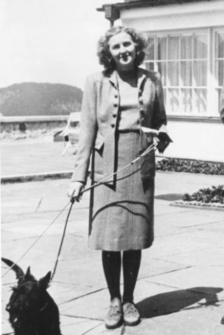 Eva Braun op de Berghof, 1942