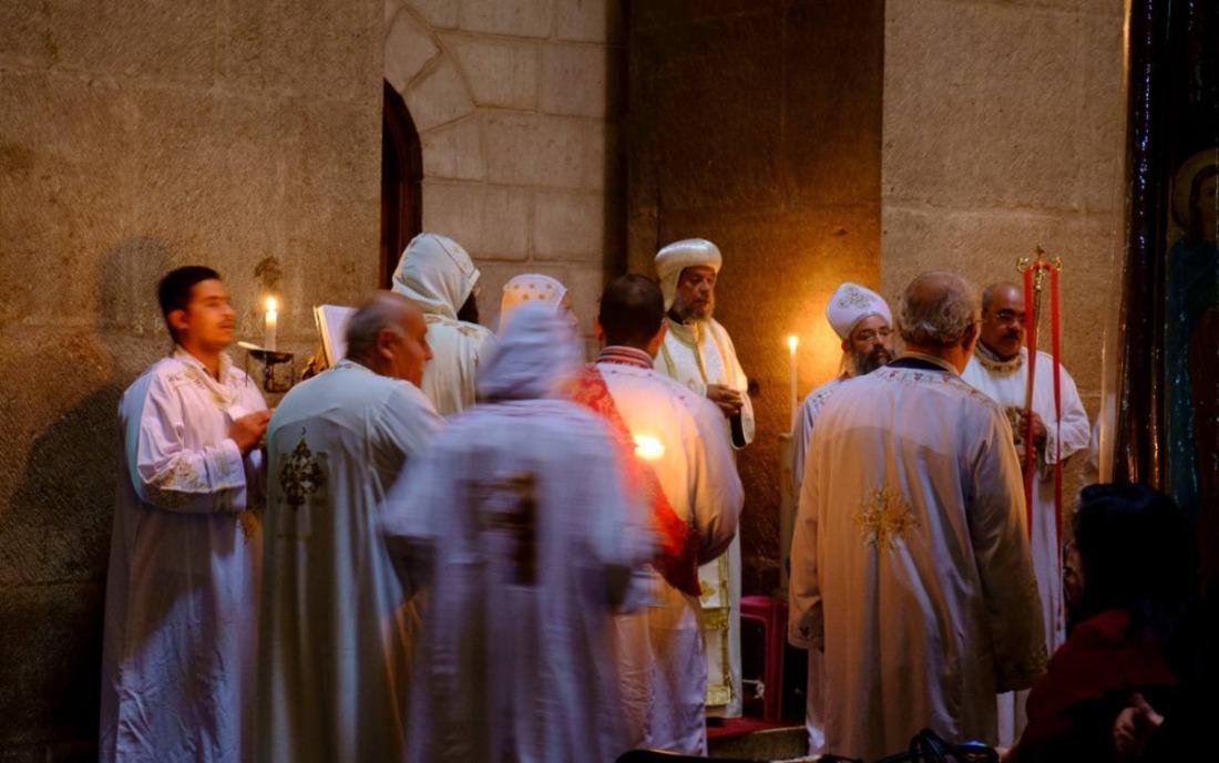 Koptische monniken tijdens een ceremonie in de Heilig Grafkerk