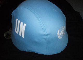 Blauwe helm van de Verenigde Naties