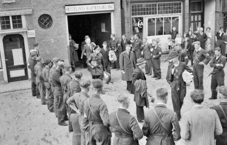Afvoer foute Nederlanders in Schagen – Collectie Niestadt, Zijper Museum Schagerbrug