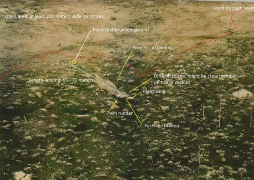 Luchtfoto gemaakt door Sergeant Charlie Crow, 23PRS kort na de crashlanding. De foto geeft een goede indruk van het moerasgebied waarin de B-25 was geland en de romp die achter de vleugels was opengebroken. Foto via de familie Wright