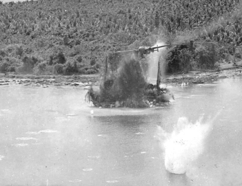 B-25 aanval op Japanse Sugar Charlie vrachtvaarder 1943 – foto Jack Heyn 5th AF