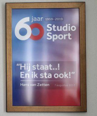 Poster in de woning van Hans van Zetten