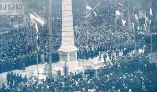 De Naald in Apeldoorn tijdens de onthulling in 1901 (