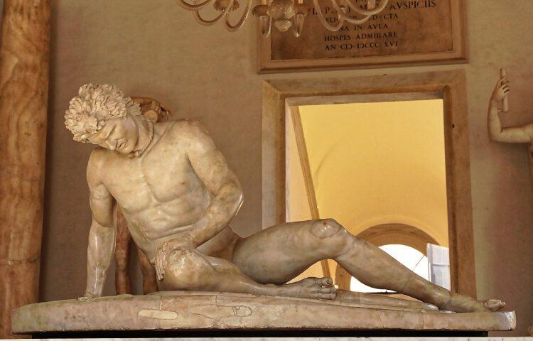 Dit beroemde standbeeld, bekend als 'De stervende Galliër', verbeeldt in werkelijkheid een Galaat. Het beeld werd vervaardigd ter viering van de overwinningen van Attalus I, leider van Pergamon, op de Galaten in de jaren rond 230 v.Chr. (CC BY-SA 4.0 – Burkhard Mücke – wiki)