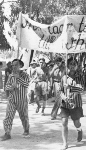 Illegale Joodse immigranten protesteren tegen hun politieke situatie. Uit: Bevrijdingsroute Europa