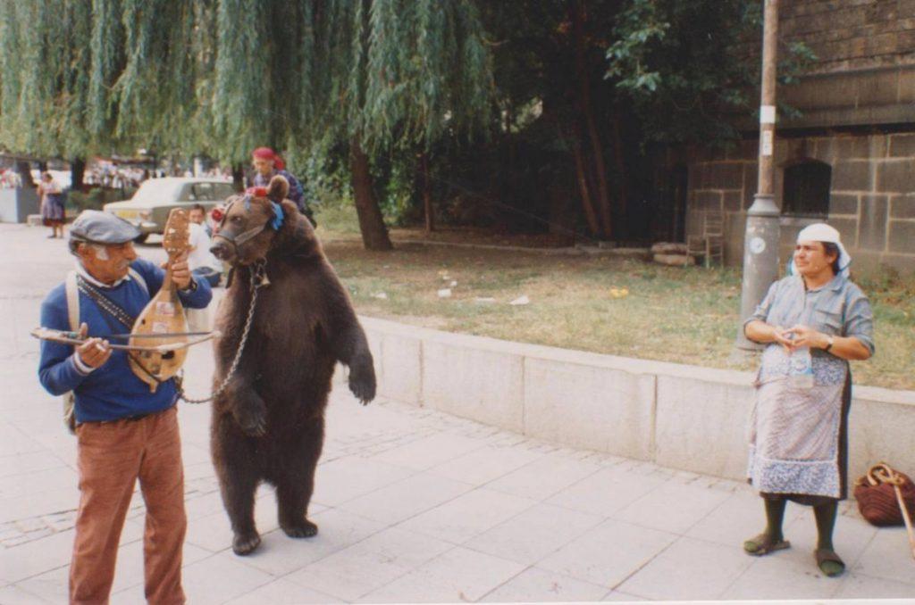 Dansende beer in Sofia, 1994