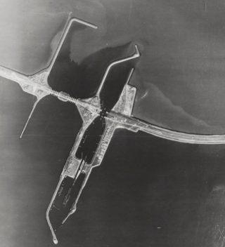 Stelling Kornwerderzand - Luchtopname uit 1945