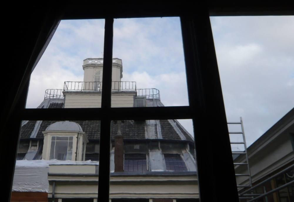 De sterrenwacht van Teylers Museum, gezien vanuit het Fundatiehuis