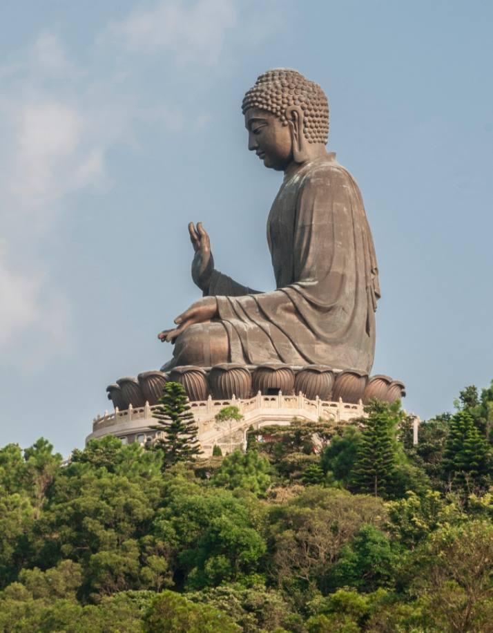 Een Boeddhabeeld op Lantau-eiland in de stad Hongkong