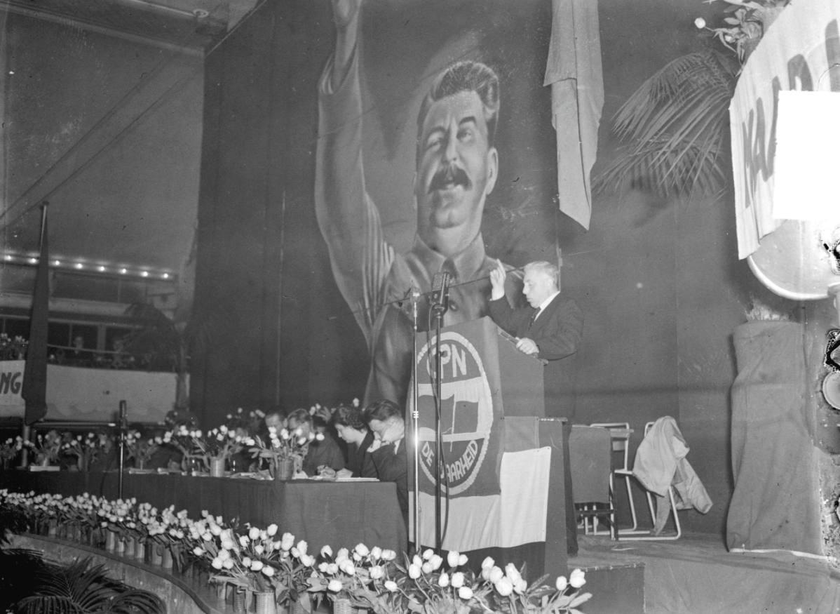 Paul de Groot spreekt op CPN-congres, 26 februari 1950