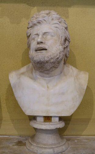 Een marmeren hoofd van een Galatische krijger. Omdat de Grieken uit Klein-Azië zo trots waren op hun overwinningen op deze woeste strijders, herdachten ze die vaak in beeldhouwwerken.